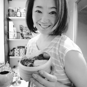 極狭キッチンから、おはようございます︰今日は、鮭弁当