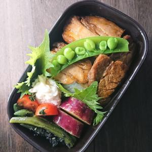 今日のお弁当は、豚の角煮丼