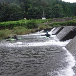 堰堤を越え合流点へ