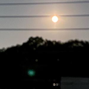 『梅雨夜空 月はファの全音符』