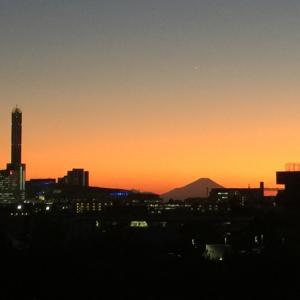 夕方の新都心と富士山