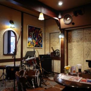 Jazz Bar in Parisのピアノの音色で今まさにこころはParis気分