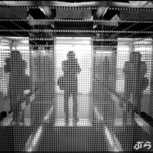 降りて振り向いたエレベーター内に映る自分の姿がすごい!