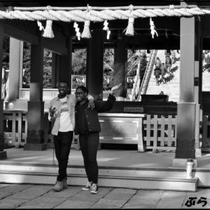 鶴岡八幡宮舞殿をバックに笑顔がいいな~