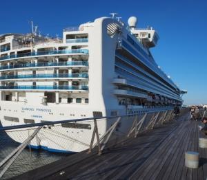 豪華客船「ダイヤモンド プリンセス」が大桟橋へ、、。