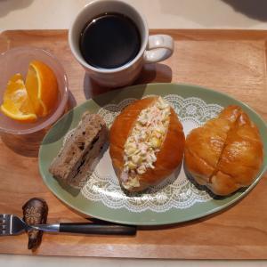 バターロールサンドで朝ごはん♪