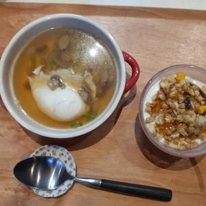 マッシュルームと卵のスープの朝♪