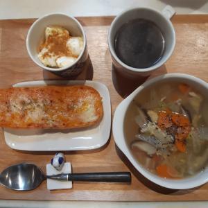 明太フランスパンと野菜スープで朝ご飯♪