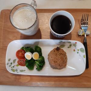 バナナのスムージーとスコーンで朝ご飯♪