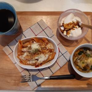 ペンネトマトソースで朝ご飯♪