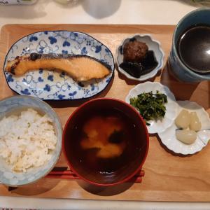 焼き鮭定食で朝ご飯♪