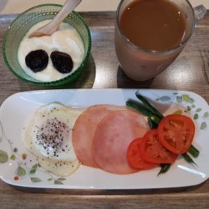 ハムエッグで朝ご飯♪