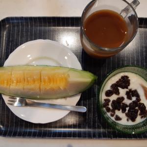 大きなメロンで朝ご飯♪