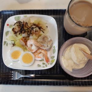 ゆでキャベツにゆで卵のサラダで朝ご飯♪