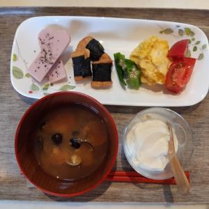 かぼちゃサラダと海苔巻きチキンで朝ご飯♪