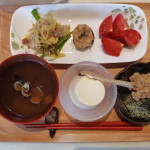 肉野菜炒めと椎茸ツナマヨ詰め焼きで朝ご飯♪