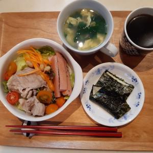小松菜・卵・あさりのスープとしゃぶしゃぶサラダで朝ご飯♪