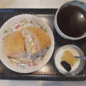 コストコのゴーダチーズブレッドで海老卵サンドの朝ごはん♪