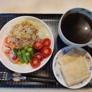 サラダとブリトーで朝ご飯♪