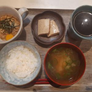 納豆と焼き豆腐の煮物で朝ご飯♪
