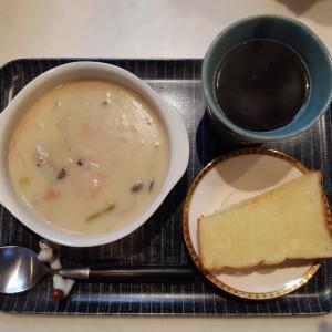 クリームシチューと乃が美パンで朝ご飯♪