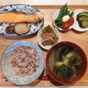 雑穀米と焼き鮭で朝ご飯♪
