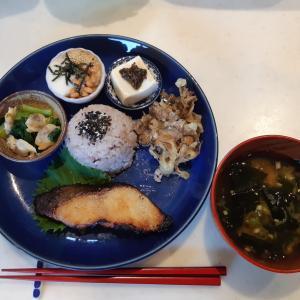 銀だらの味噌漬けと豆腐の大葉味噌で朝ご飯♪