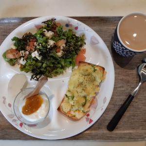 和風サラダとポテサラトーストで朝ご飯♪