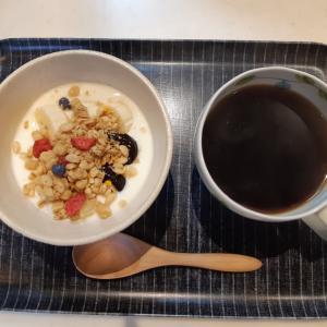 ヨーグルトの朝ごはんとルーロー飯風ランチとプレゼント♪