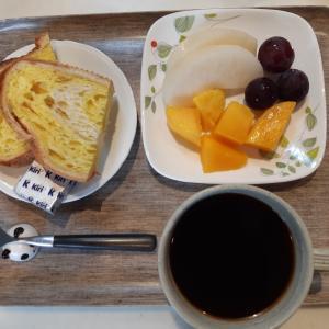 浅野屋のパンとフルーツいっぱいの朝♪