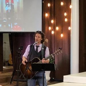 ロック歌手デイブブレイUSA、サンクチュアリ教会でイエス様への信仰とアメリカへの愛を熱唱!