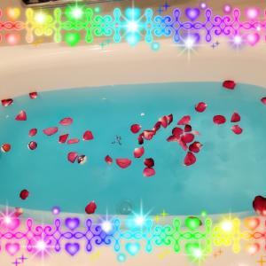 スゴい色のバラ風呂(笑)