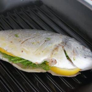 鯛のフェンネル風味とズッキーニのフェタチーズあえ