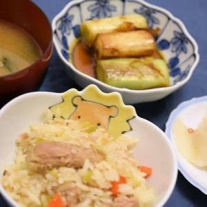 ツナとにんじんの炊き込みご飯と焼きネギのポン酢かけのメニュー