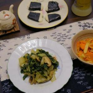 フダンソウと椎茸の炒め物&にんじんとイカ燻のお酢炒め