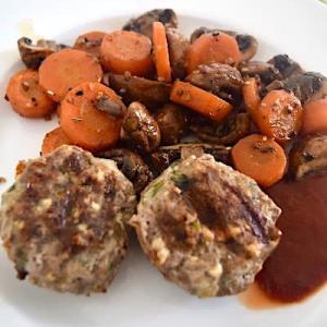 ラムと牛肉の合挽き肉で作るハンバーグ
