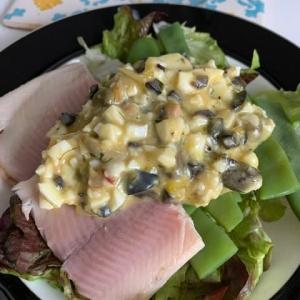 燻製虹鱒とモロッコインゲンの茹で卵ソースかけ