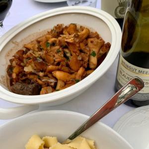 ジビエの季節・鹿肉とジロール茸の煮込み