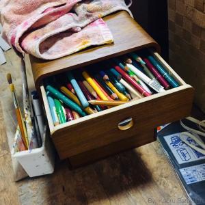五月雨雑記:生八つ橋の箱と色鉛筆とあたし。