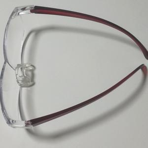 ルーペメガネの焦点距離は30cm程度