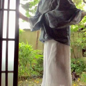 大雨に遭ったら、とりあえず裾をからげて帯に差し込む!