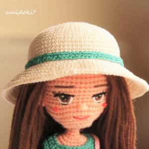白い女優帽をかぶって完成