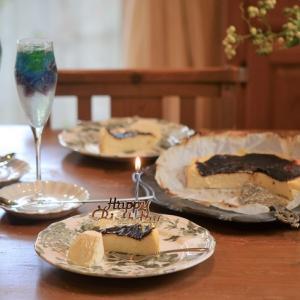 バスクチーズケーキ と カラフルゼリーソーダ