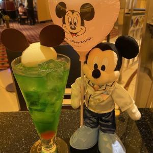 ミッキーの、アイスクリームフロート メロンソーダ