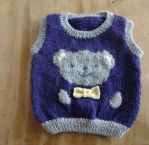 毛糸使い切りのため、孫のベストを編みました