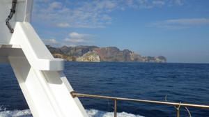 3月10日 母島から戻る船からハートロックを見ました