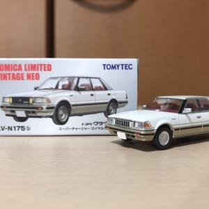 【TLV NEO】トヨタ クラウン HT ロイヤルサルーン 1985年式 パール/ゴールド