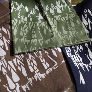 木立の図柄のバッグ