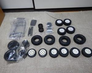 クローラー、オフロード用タイヤ、パーツ詰め合わせを出品しています。