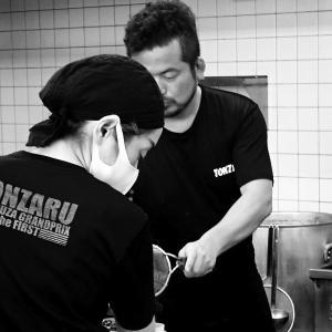中野町「豚猿」で塩ラーメンと餃子